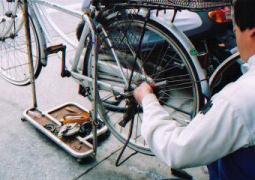 自転車の 自転車 スタンド 交換 変速機 : タイヤ交換